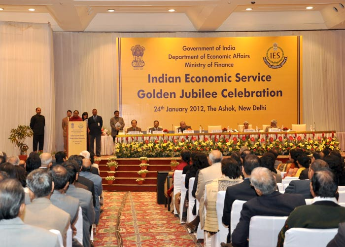 indian economic research papers Working paper no 249 the service sector as india's road to economic growth barry eichengreen indian council for research on international economic relations.